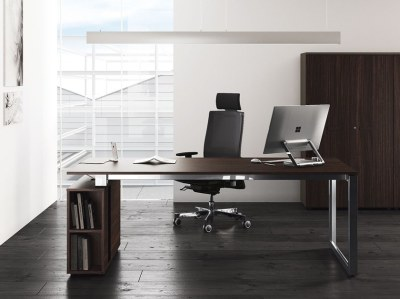 "<img src=""Clean Office Desk"" alt=""Clean and Tidy Office Desk"" />"